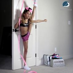 Partner Stretches, Cheer Stretches, Dance Flexibility Stretches, Dancer Stretches, Flexibility Workout, Cheerleading Workouts, Cheer Workouts, Gymnastics Workout, Easy Workouts