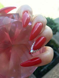 Love my red stiletto claws @ElleRizzles