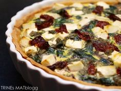 Spinach pie with sundried tomatoes and feta cheese Soup Recipes, Vegetarian Recipes, Recipies, Spinach Pie, Tomato Pie, Sun Dried, Sweet And Salty, Vegetable Pizza, Feta