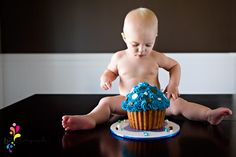 love the cupcake... I think I'm going to make these complimentary for my 1yr olds... www.angelic-photos.webs.com