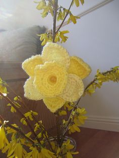 10 More Beautiful and Free Crochet Flower Patterns..... I should make me some of these so I will always have daffodils