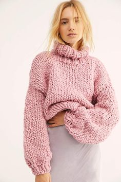 Best Comfy Sweatshirts and Hoodies to Women. Hoodies Outfit ideas for women. Cute Designer Sweatshirt fashion for winter and fall. High Street Fashion, Pink Sweater, Sweater Outfits, Cozy Sweaters, Sweaters For Women, Chunky Sweaters, Rosa Pullover, Chunky Knitwear, Sleeveless Hoodie