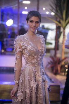 Vestido de Letícia era rendado e florido (Foto: Raphael Dias/Gshow)
