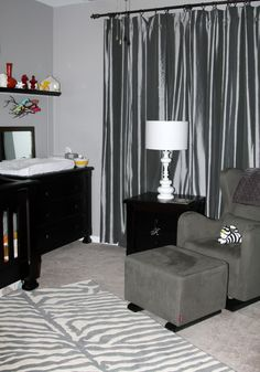 Monochrome gray makes for an elegant baby room  #gray #nursery #neutral