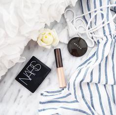 """Polubienia: 713, komentarze: 103 – @neecik na Instagramie: """"Wyjazdy służą kupowaniu kosmetyków w wersji podróżnej, a tym samym testowaniem nowości #becca…"""""""