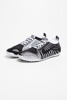 Nike Sportswear - Free Hyperfeel Run SP Black   TRÈS BIEN