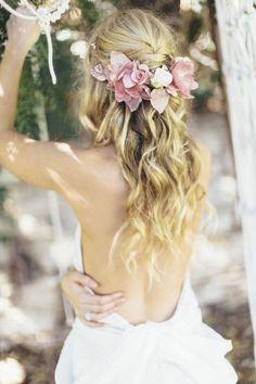 blonde haare - wunderschöne brautfrisur mit blumen: