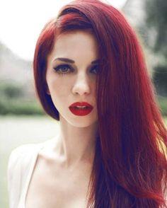 dark red hair dye WANT! Dark Red Hair Dye, Dyed Red Hair, Long Red Hair, Hair Color Dark, Cool Hair Color, Ombre Hair, Dark Hair, Brown Hair, Burgundy Hair
