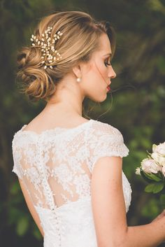 New Wedding Design Inspiration Pearl Flower Ideas Bride Veil, Wedding Dress With Veil, Wedding Hair Flowers, Wedding Dresses, Wedding Veils, Wedding Hair And Makeup, Bridal Makeup, Hair Wedding, Wedding Design Inspiration