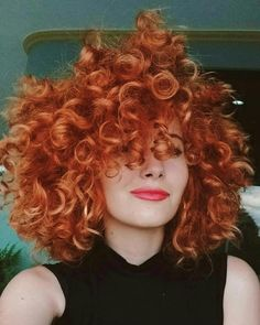 """""""GOALS"""" what if I died my hair red like this Curly Ginger Hair, Dyed Curly Hair, Curly Hair Styles, Curly Hair With Bangs, Short Curly Wigs, Kinky Curly Wigs, Weave Curls, Dying My Hair, Half Wigs"""