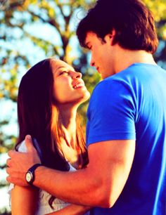 Lana Lang & Clark Kent. Smallville. I don't like Clana, but this pic is beautiful.