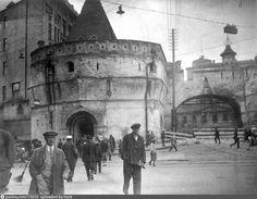 Фотография - Варварские ворота - снимок сделан между 1930-1933 годами (направление съемки — юго-запад)