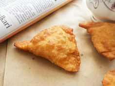 Crunchy Crispy Beef Samosa - Easy to sub meat for vego version, and this is a super simple recipe (ALL from scratch)