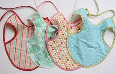 DIY Baby Gifts - Baby Apron Tutorial - Homemade Baby Shower Presents and Creative, Cheap Gift Ideas for Boys and Girls - Unique Gifts for the Mom and Dad to Be - Blankets, Baskets, Burp Cloths and Easy No Sew Projects Sewing Hacks, Sewing Tutorials, Sewing Projects, Sewing Ideas, Sewing Crafts, Diy Projects, Sewing For Kids, Baby Sewing, Couture Bb