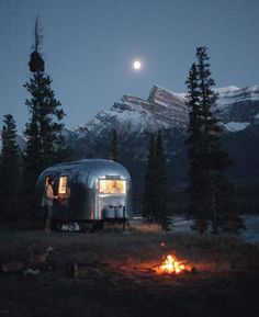 RV And Camping. Ideas To Help You Plan A Camping Adventure To Remember. Camping can be amazing. You can learn a lot about yourself when you camp, and it allows you to appreciate nature more. There are cheerful camp fires and hi Camping Spots, Camping Glamping, Camping Life, Camping Gear, Camping Jokes, Camping Checklist, Camping Outdoors, Camping Essentials, Family Camping