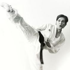 Karate Girl, Martial Arts Women, Art Women, Yoko, Female Art, Barefoot, Kicks, Sports, Instagram