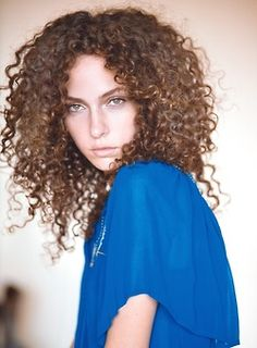 white girl reppin the curls!