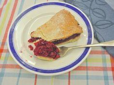 Íme egy kényelmes piterecept pitenapra: Sára meggyes pitéje Pancakes, Deserts, Tacos, Breakfast, Ethnic Recipes, Food, Morning Coffee, Essen, Pancake