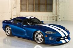The Dodge Viper is an absolutely timeless sports car 2010 Dodge Viper, Viper Acr, Us Cars, Race Cars, 2006 Corvette Z06, Gta, Car Photos, Chevrolet Camaro, Luxury Cars