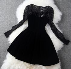 Lace Hollow-Out Long-Sleeved Velvet Dress