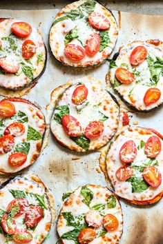 Eggplant Pizzas // yummy, healthy, easy via Eat Good 4 Life -- Limit your cheese & add more veggies to make colon-healthy! Veggie Recipes, Vegetarian Recipes, Cooking Recipes, Healthy Recipes, Easy Recipes, Amazing Recipes, Egg Plant Recipes Easy, Vegan Vegetarian, Free Recipes