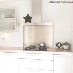 Met onze top 10 keukens Hsfy.nl/top10k2 als inspiratie kun je je keuken een makeover geven! Check onze top 10 mooiste keukens vanaf nu online! woning #stijl #keuken #wit #bruin #zwart #hout #muur #mooi #inspiratie #wonen #top10 @huisjehuizinga