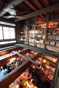 如圖, it's in Tokyo (Cafe Bibliotic Hello!)  http://cafe-hello.jp/  京都市中京区二条柳馬場東入ル晴明町650  TEL: 075-231-8625  OPEN:11:30 - 24:00(ラストオーダー23時)