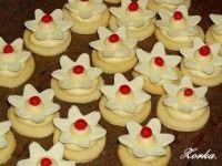 lekníny s marshmallow Mini Cupcakes, Cupcake Cakes, Samira Tv, Marshmallow, Christmas Cookies, Fondant, Food, Towers, Recipes