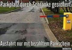 Parkplatz durch Schranke gesichert..