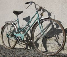 """Latest aquisition 1970's Motobecane Ladies Mixed ready for a rebuild! "" www.velodocteur.eu"