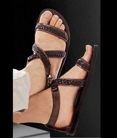 Gladiator Sandals For Men, Leather Sandals, Men Sandals, Mens Shoes Boots, Shoe Boots, Male Fashion Trends, Mens Fashion, Stylish Sandals, Mens Flip Flops