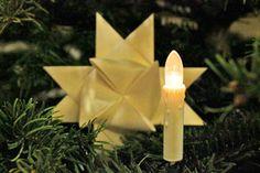 *Velas Eléctricas hechas con Luces de Navidad* Con simples luces de Navidad puedes crear estas originales velas eléctricas, para decorar cualquier rincón del hogar durante todo el año. SIGUE LEYENDO EN... http://hogar.comohacerpara.com/n10714/velas-electricas-hechas-con-luces-de-navidad.html