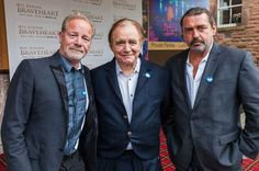 Stars of Braveheart show they are still freedom fighters 20 years on – arriving at a special screening wearing Yes badges - Daily Record