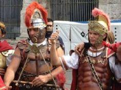 Voce di Lucca - Il palazzo brucia e c'è chi si preoccupa delle aiuole