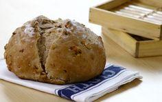 Pão integral com nozes | Panelinha - Receitas que funcionam How To Make Bread, Food Hacks, Bread Recipes, Sweet Recipes, Bakery, Healthy Eating, Yummy Food, Vegan, Rita Lobo