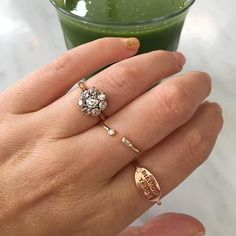 A steady diet of green juice and diamonds from @gembreakfast keeps me strong 💪 #rosegoldring #diamondtribe #gemhuntrings #oldminecutdiamond  #Regram via @gem_hunt