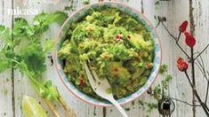 You'll love this easy recipe for homemade guacamole - perfect for get togethers, game day and your Cinco de Mayo bash. Salsa Guacamole, Guacamole Recipe, Salsa Recipe, How To Make Guacamole, Homemade Guacamole, Healthy Eggplant, Eggplant Recipes, Mexican Food Recipes, Healthy Recipes