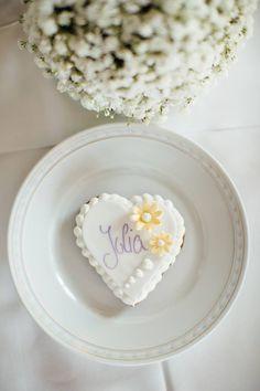 Lebkuchenherz - gingerbread heart as place cards.  #weddingsbyjoin #salzburgwedding #schlossfuschlweddingplanner Great Gatsby Party, Salzburg, Luxury Wedding, Wedding Designs, Real Weddings, Wedding Planner, Join, Church Weddings, Wedding Planer