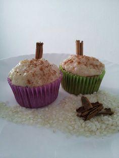 Para los mas tradicionales: riquisimo cupcake de artiz con leche y frosting tambien de arroz con leche, un toque de canela en polvo y una ramita tambien de canela para adornar!!