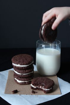 Homemade Oreos (Adapted from Retro Desserts, Wayne Brachman via Smitten Kitchen) #sweet #cookie
