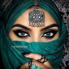 YOGOTOP Diamond Embroidery Beautiful eyes Diy Diamond Painting Cross Stitch Kits for Square Diamond Mosaic Needlework Arabian Eyes, Arabian Makeup, Bridal Makeup, Wedding Makeup, Bollywood Makeup, Bollywood Fashion, Beauty Makeup, Hair Makeup, Makeup Style