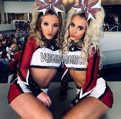 Cheerleading Cheer Jumps, Cheer Stunts, Cheer Picture Poses, Cheer Poses, Cheerleading Cheers, Cheerleading Uniforms, Cheer Couples, All Star Cheer Uniforms, Cheer Team Pictures