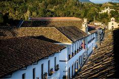 Recorre Popayán, la Ciudad Blanca de Colombia. Railroad Tracks, Amazing, Life, Wonderful Places, Barichara, Mountain Range, Volcanoes, Train Tracks