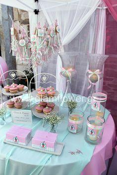 Βάπτιση στην χαλκιδική. Υπέροχη κοριτσίστικη βάπτιση με θέμα cup cake στα χρώματα του ροζ και βεραμάν. Η μπομπονιέρα της βάπτισης ήταν κρεμαστή.