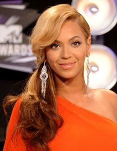 Great ponytail hairstyles from celebs. Fergie, Eva, Gossip Girl,Kardashian and many other celebs with ponytail hairstyles in this page. Also two VIDEO TUTORIALS for you.