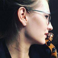 Dobrze jak jest dobrze.  _______ @jestrudo #fotowyzwaniejestrudo Zadanie 5 #zaduma _______ #violin   #violino   #violinist   #violinlife   #violingirl   #skrzypaczka   #skrzypce   #muzyka   #geige   #fiddle   #musicaclassica   #instrument   #instaclassical   #bestmusicshots    #soloist   #virtuoso   #stringmusician   #violinsolo   #jj_musicmember   #classicfm   #talentedmusicians   #instamusiciansdaily   #skrzypczyni   #scroll   #luthier