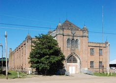Hinds County Armory Shamefully Neglected. (I had always wondered about this gorgeous building on the State Fairgrounds)