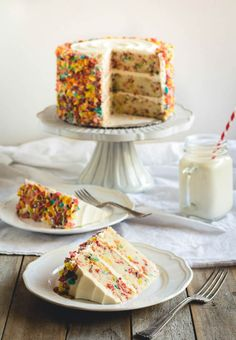 Fruity Pebbles Funfetti Cake 16 Tasty Recipes That Prove Cereal Can Be Eaten For Dessert Just Desserts, Dessert Recipes, Sweet Desserts, Cupcake Recipes, Drink Recipes, Yummy Recipes, Delicious Desserts, Recipies, Fruity Pebbles Cereal