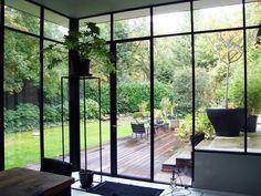 stalen ramen - www. Dream Home Design, My Dream Home, Home Interior Design, Orangerie Extension, Windows And Doors, Steel Windows, Exterior Design, Interior And Exterior, House Extensions