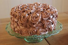 Sjokoladekake med bringebærmousse og melkesjokoladefrosting